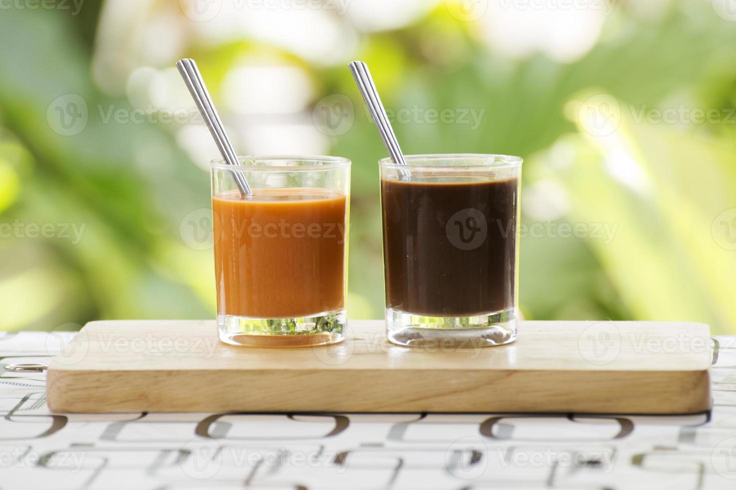 bicchiere di tè e caffè tailandese foto