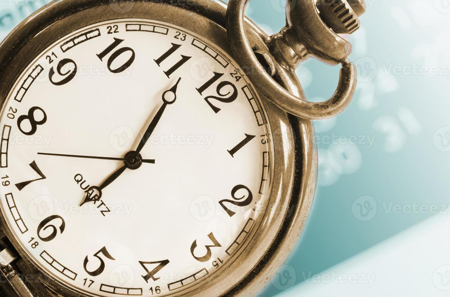 collage con orologio e calendario vintage. foto