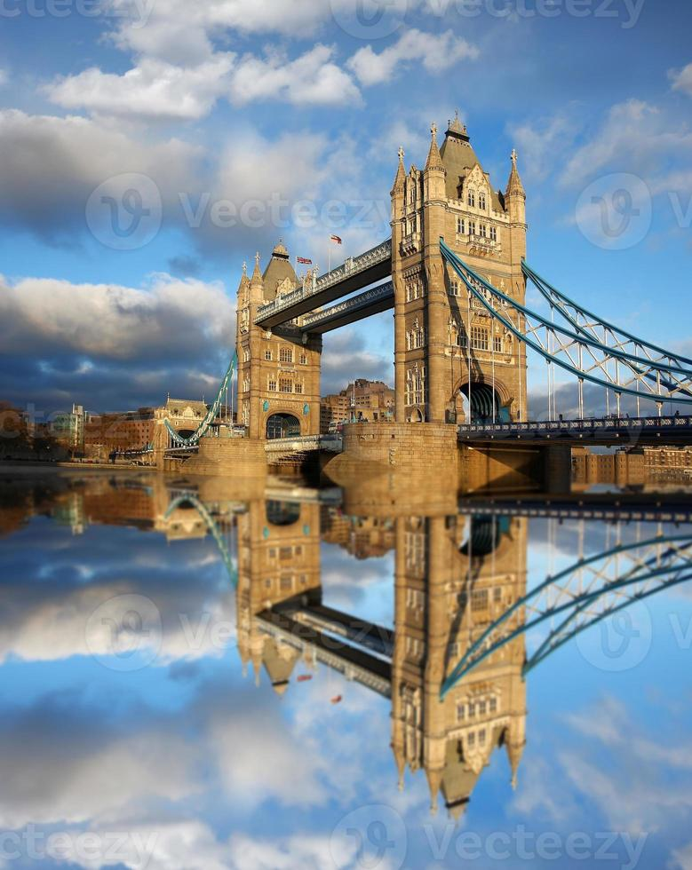 famoso Tower Bridge a Londra, Inghilterra foto