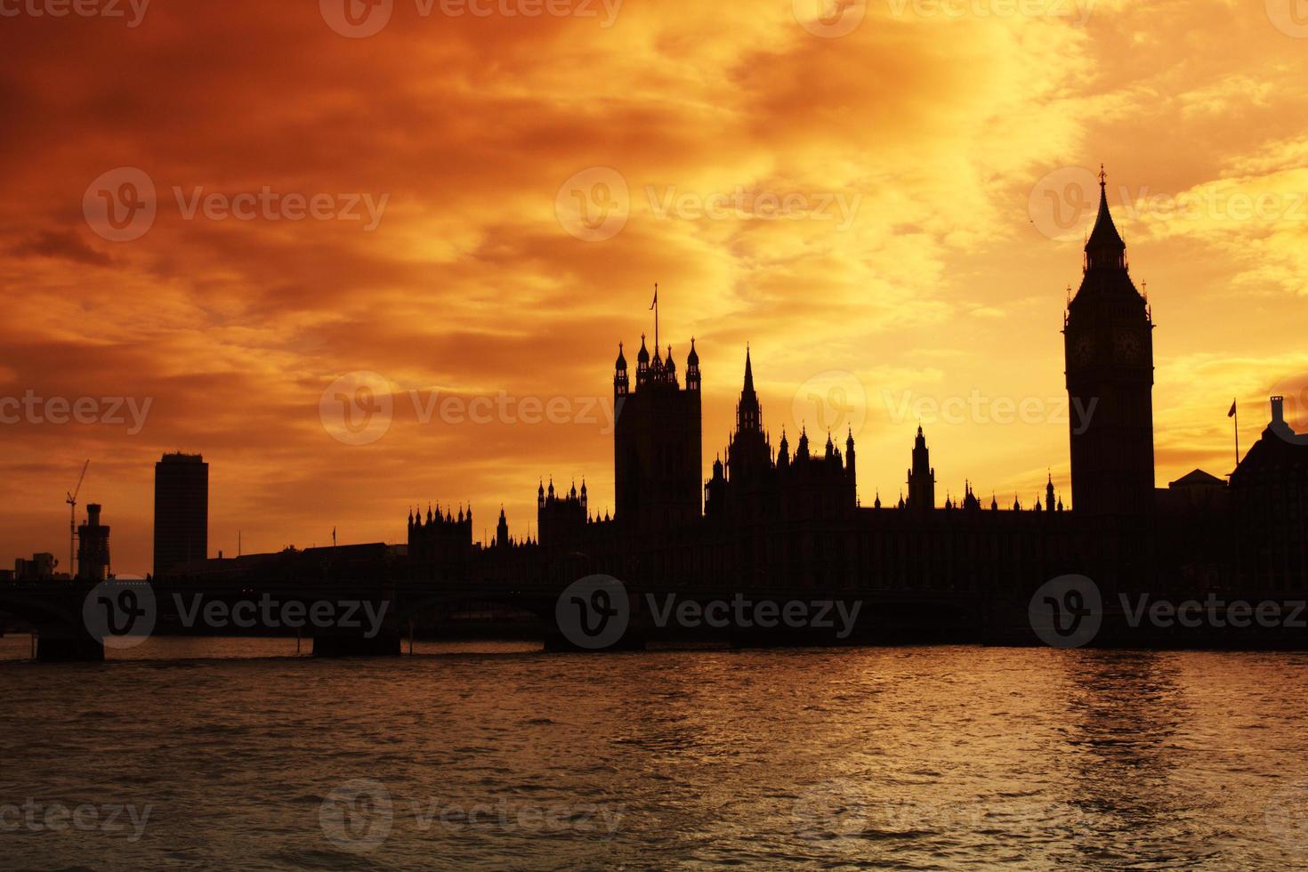 Westminster e le case del parlamento al tramonto foto