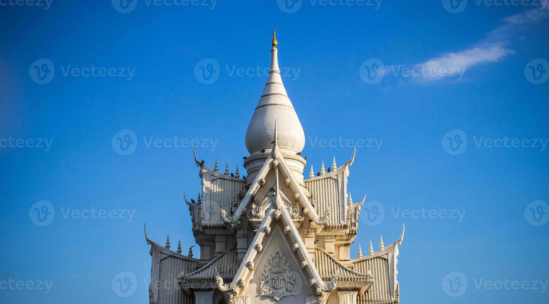 il tempio tailandese bianco foto