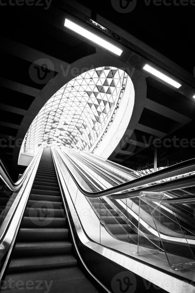 interni moderni della metropolitana foto