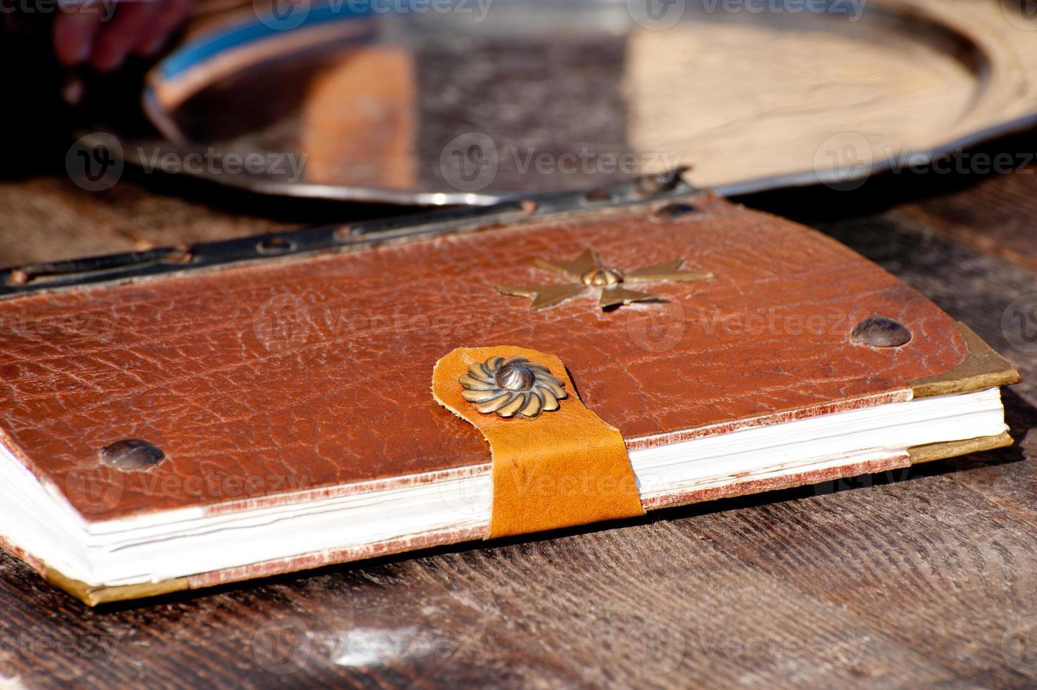 libro antico con croce di Malta foto