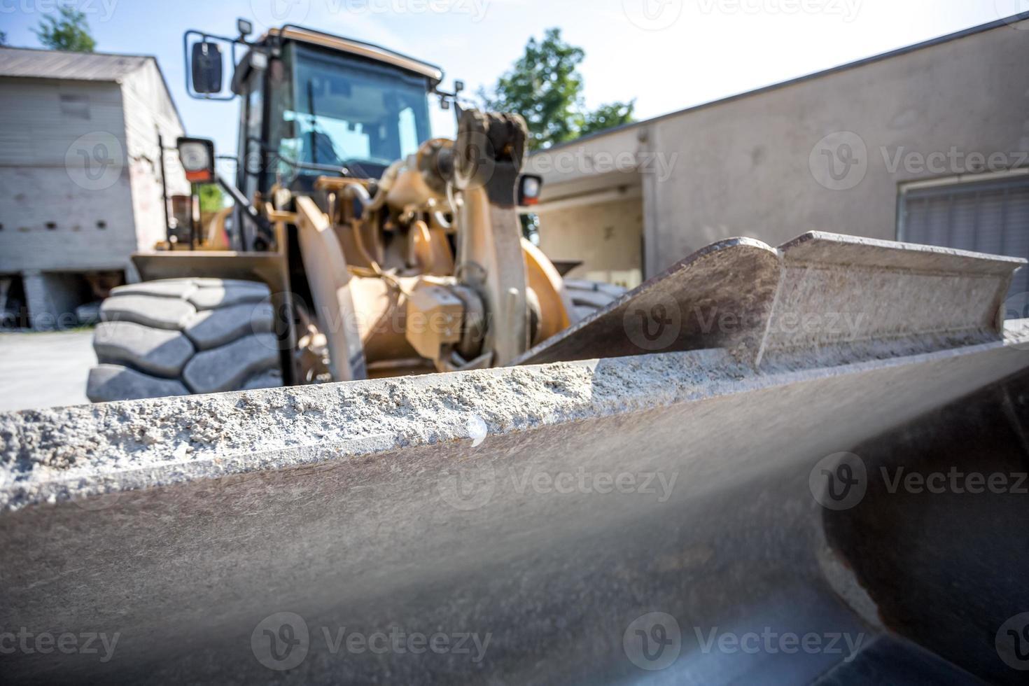 escavatore gommato foto