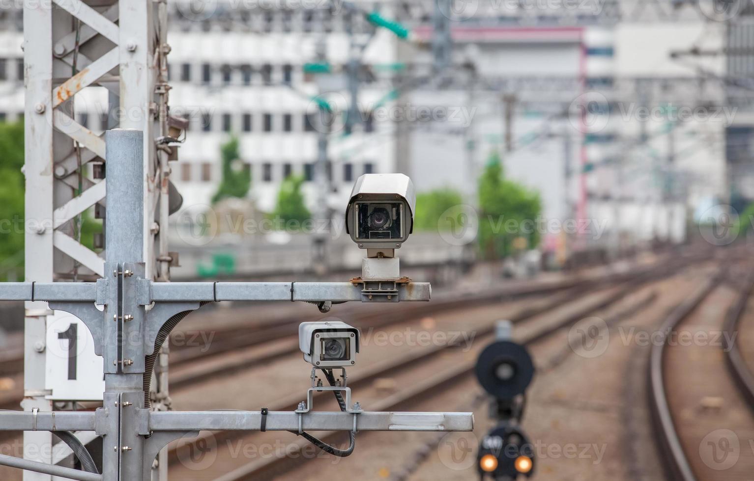sistema di sicurezza della videocamera alla stazione ferroviaria foto