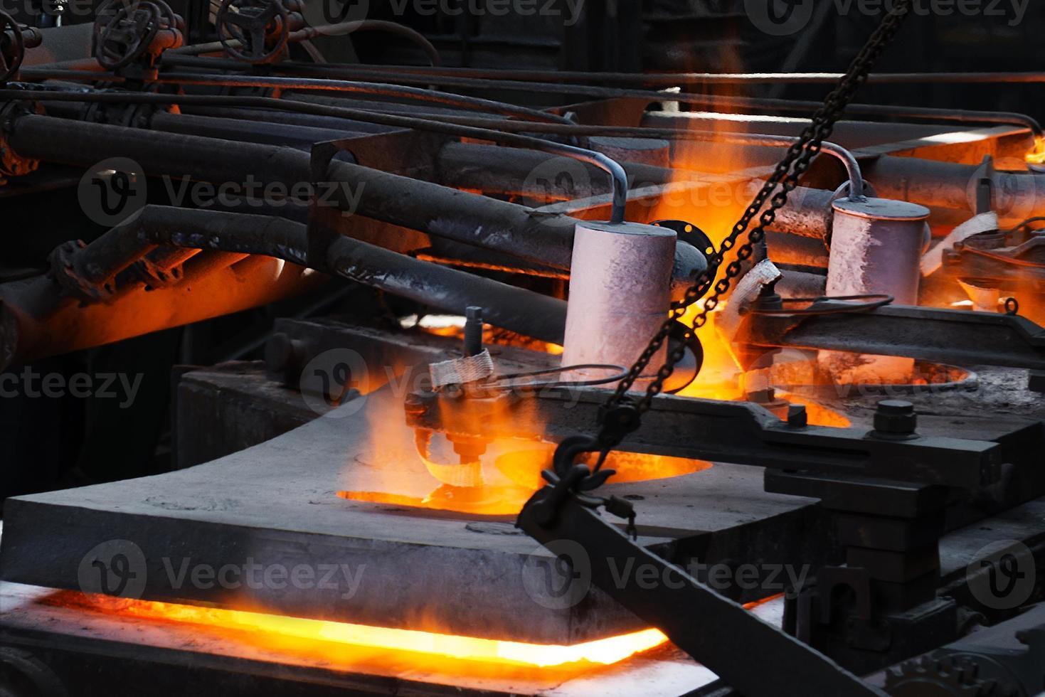 billette d'acciaio al taglio della torcia foto