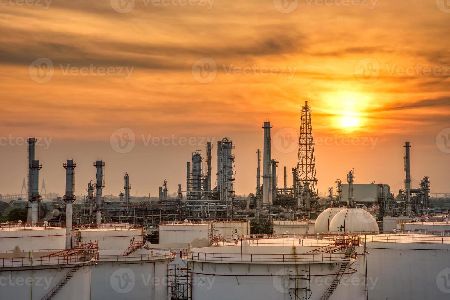 industria petrolifera e del gas dell'impianto petrolchimico foto