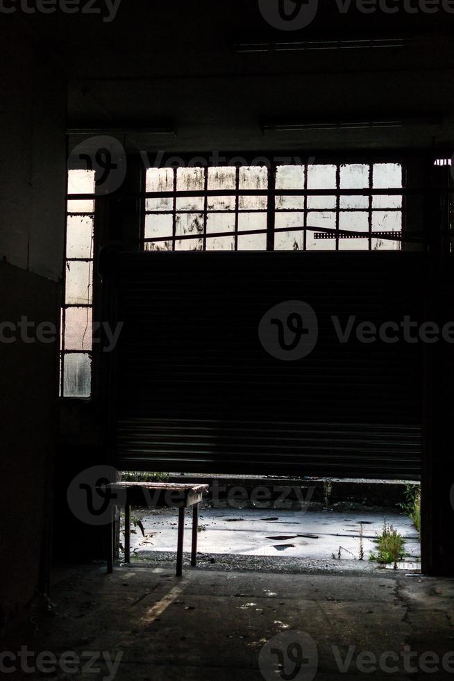 otturatore di fabbrica abbandonato foto