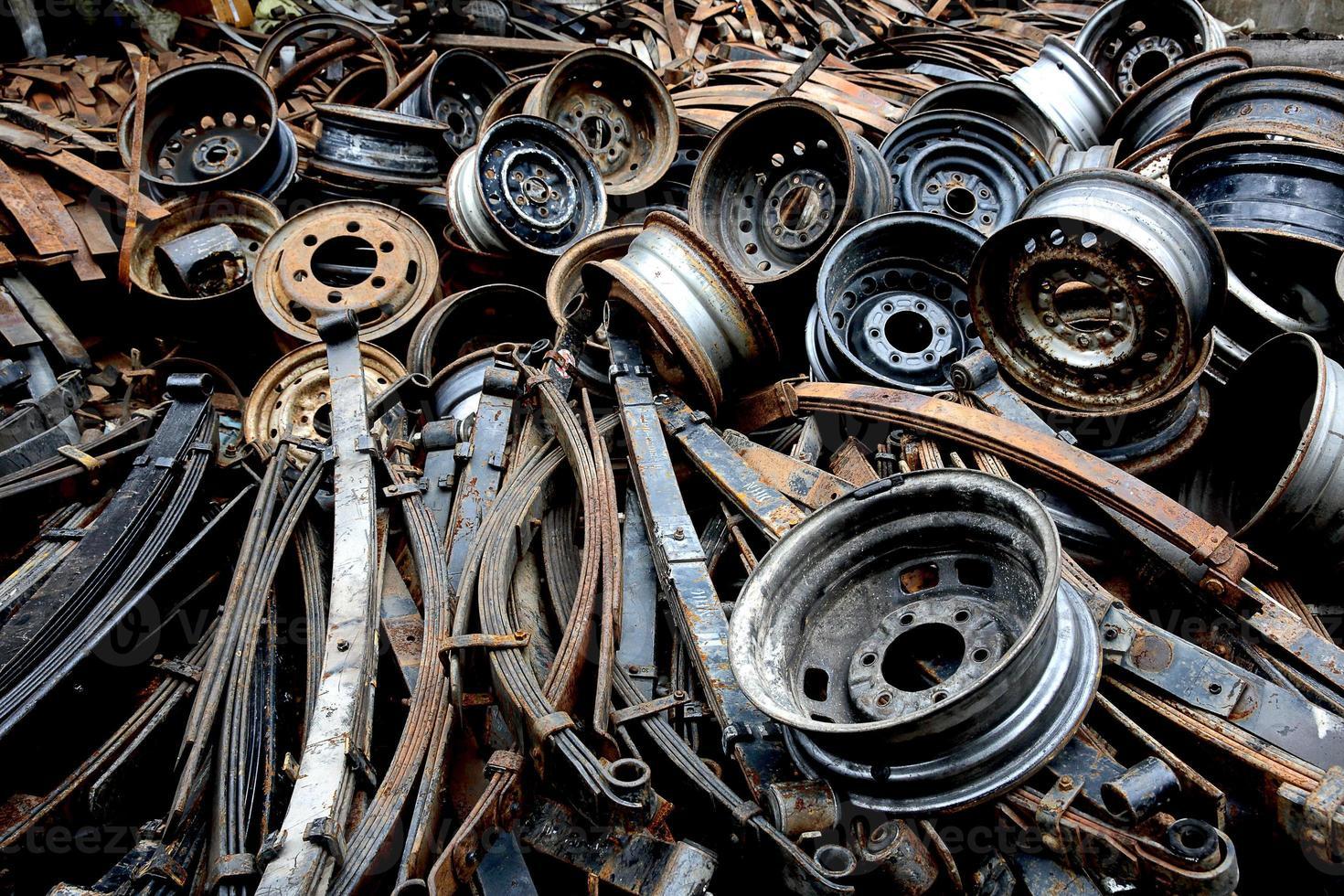vecchi pezzi di ricambio per automobili foto