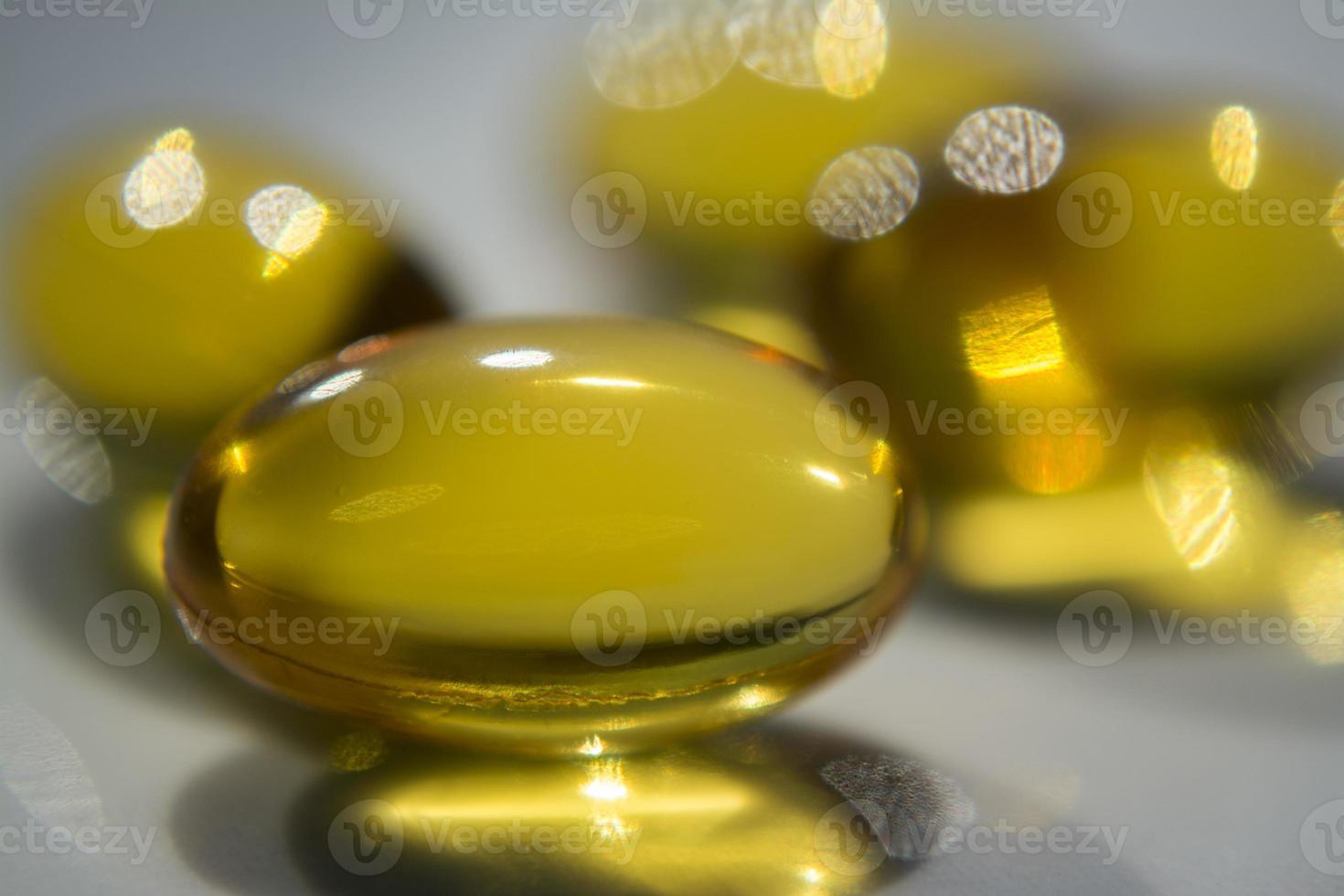 diverse pillole gialle foto
