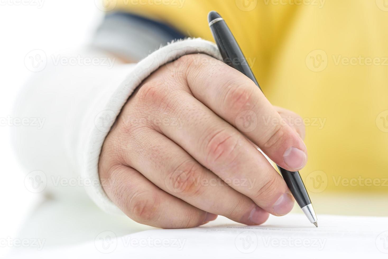 firma della polizza assicurativa foto