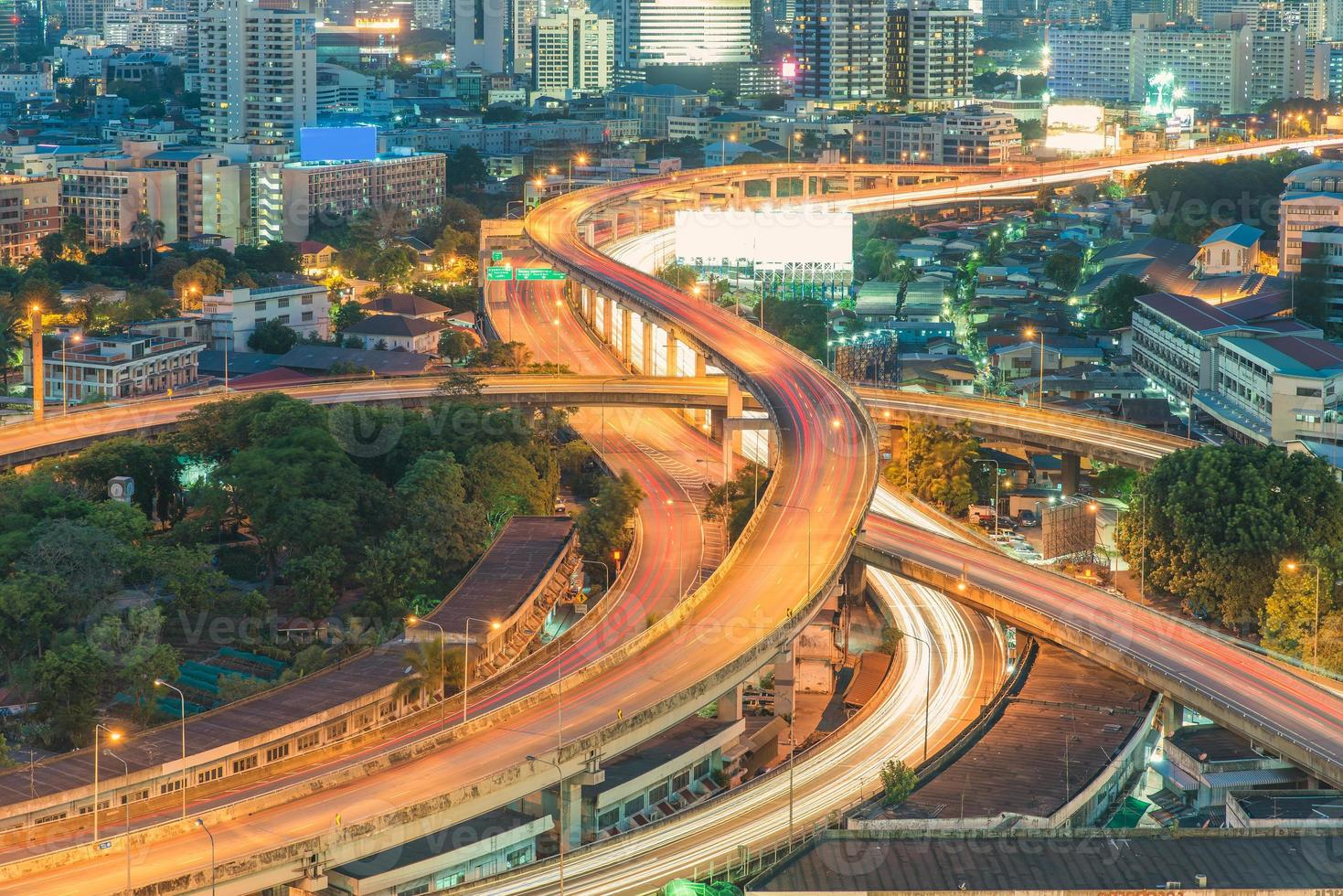 superstrada sopraelevata. la curva del ponte sospeso, Tailandia. foto