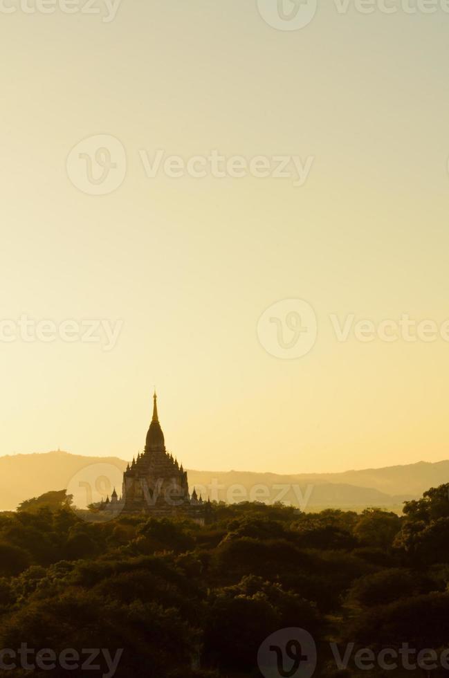 tempio di Gawdawpalin a Bagan foto