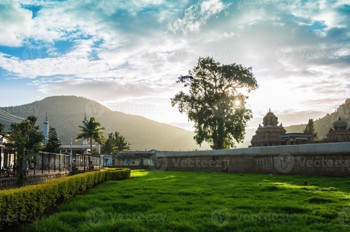 architettura del tempio indù del villaggio di Nandi foto