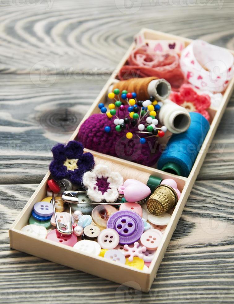 filo e materiale per artigianato in scatola foto
