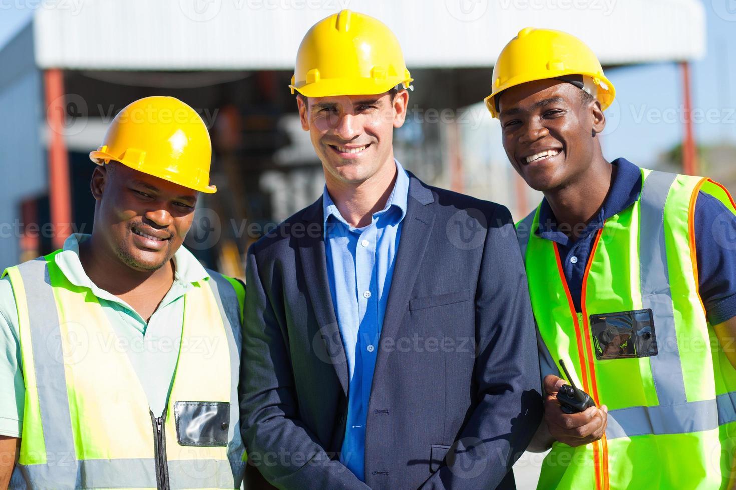 uomo d'affari e lavoratori edili foto