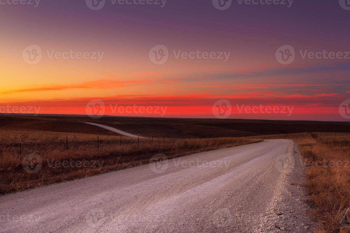 orizzonte della strada della ghiaia del paese foto