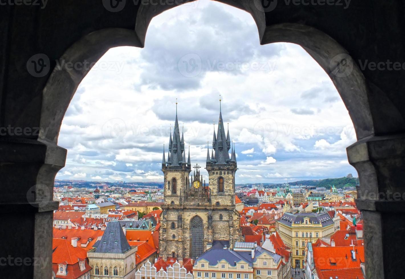 chiesa di nostra signora tyn chiesa nella vecchia città di Praga foto