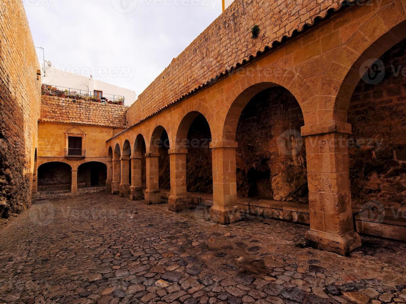 patio de armas nella città di ibiza foto