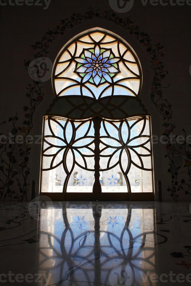 interni della moschea dello sceicco zayed, abu dhabi foto