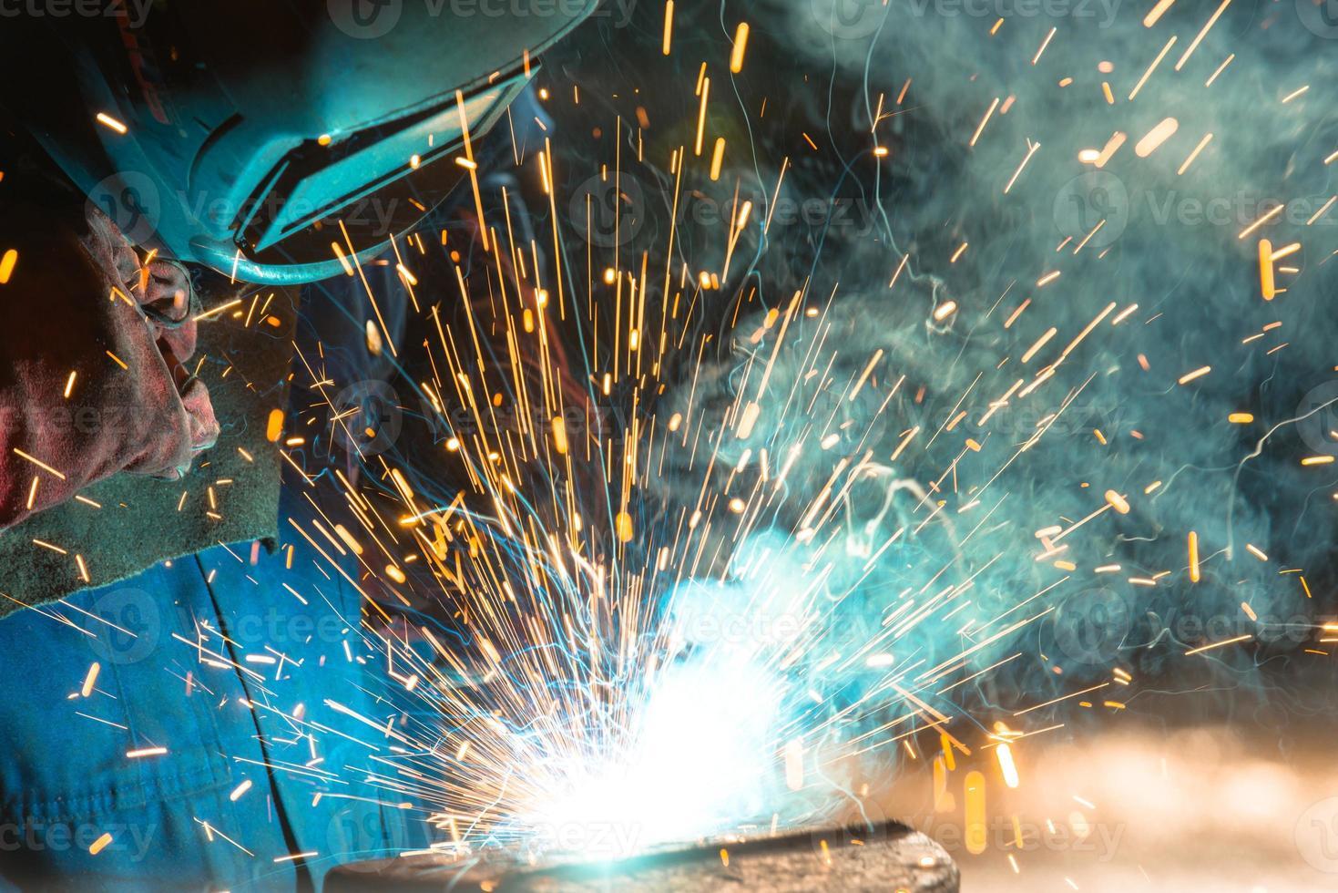 sala di distribuzione di elettricità nell'industria metalmeccanica foto