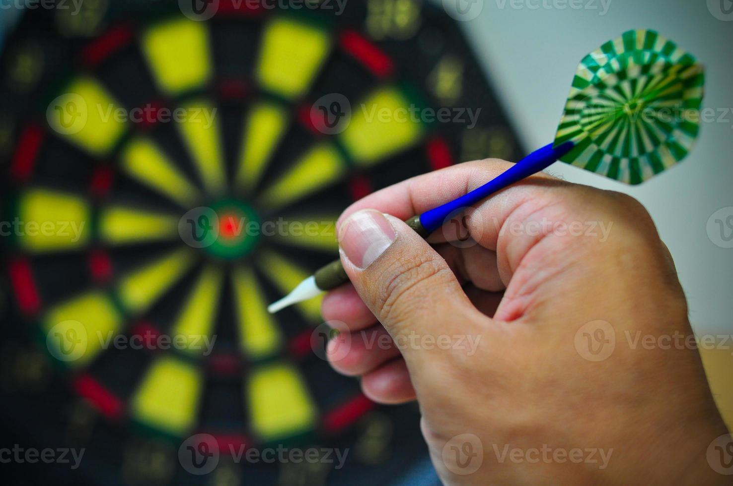 freccette frecce nel centro del bersaglio, gioco di freccette foto