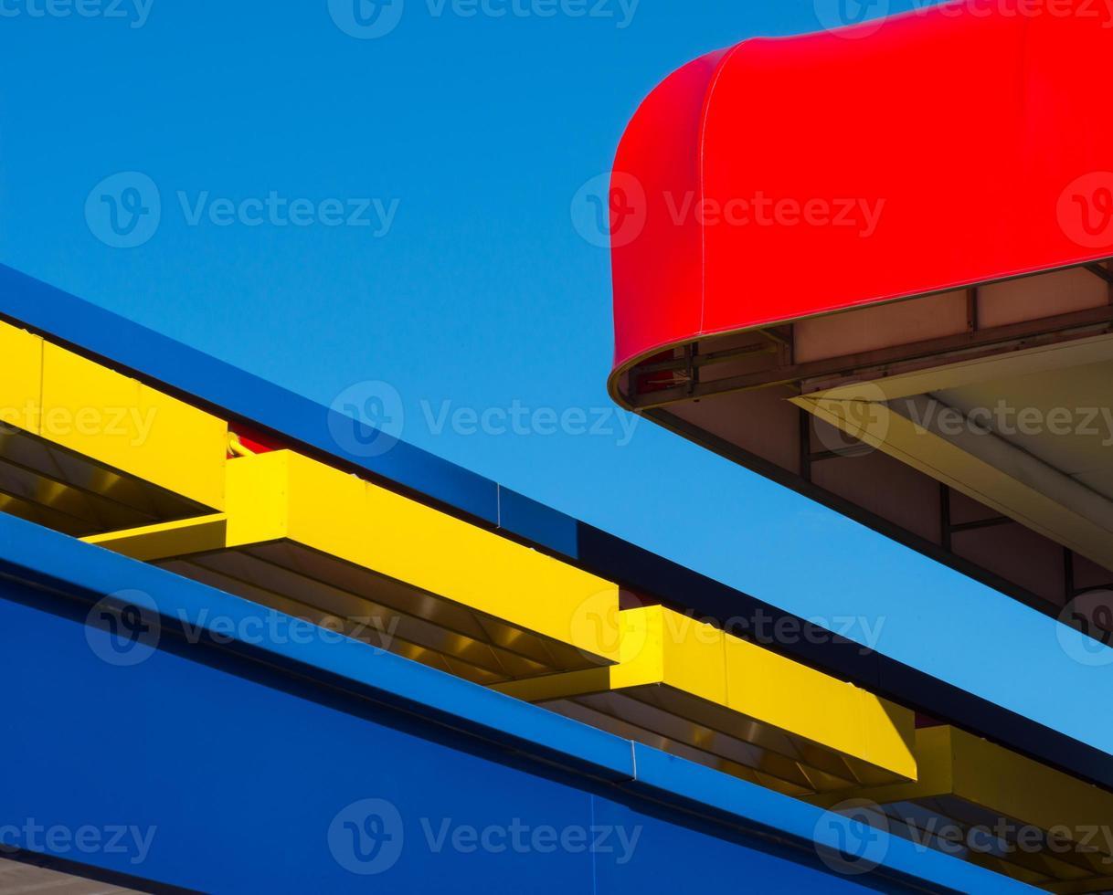 facciata blu a baldacchino rossa foto