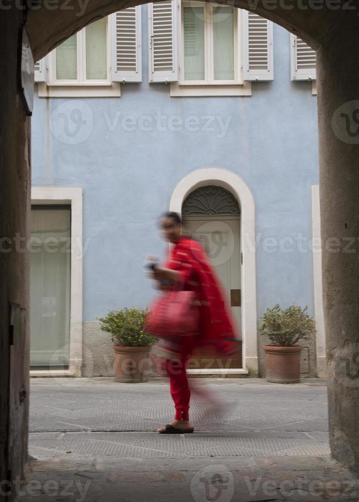 donna in rosso foto