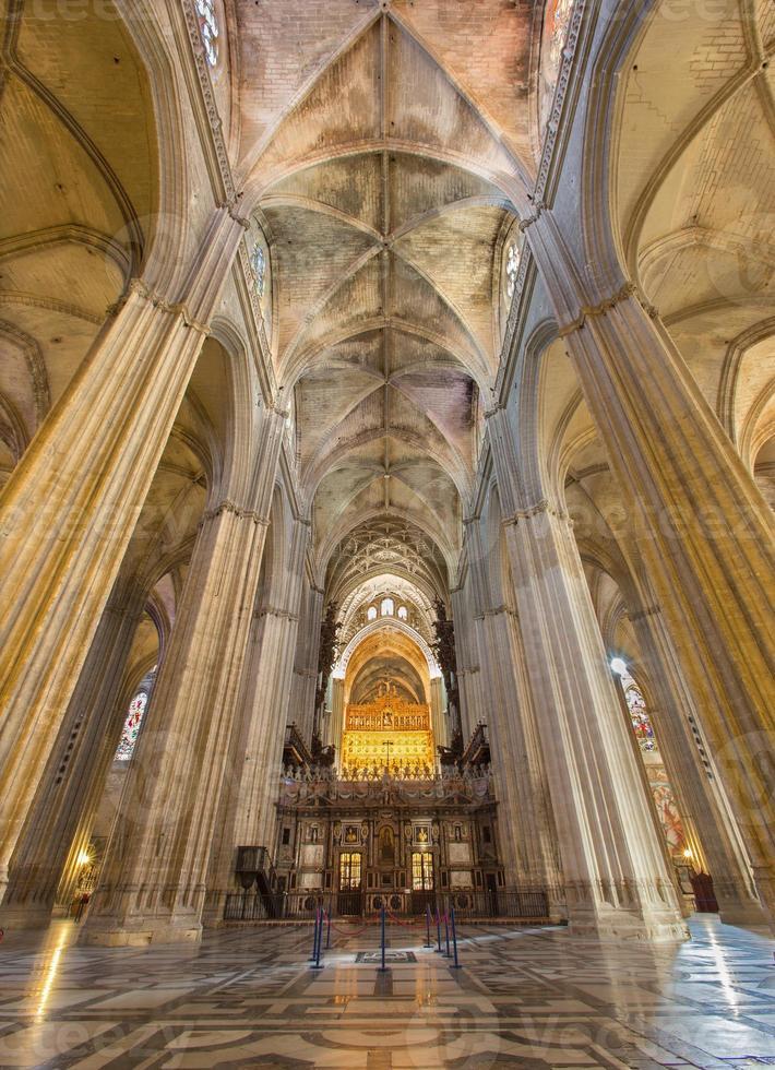 siviglia - interno della cattedrale santa maria de la sede. foto