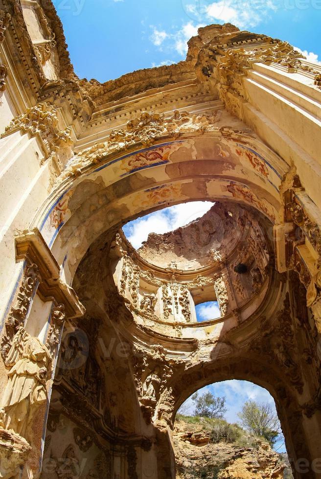 rovine del convento de monjes servitas, teruel, aragona, spagna foto