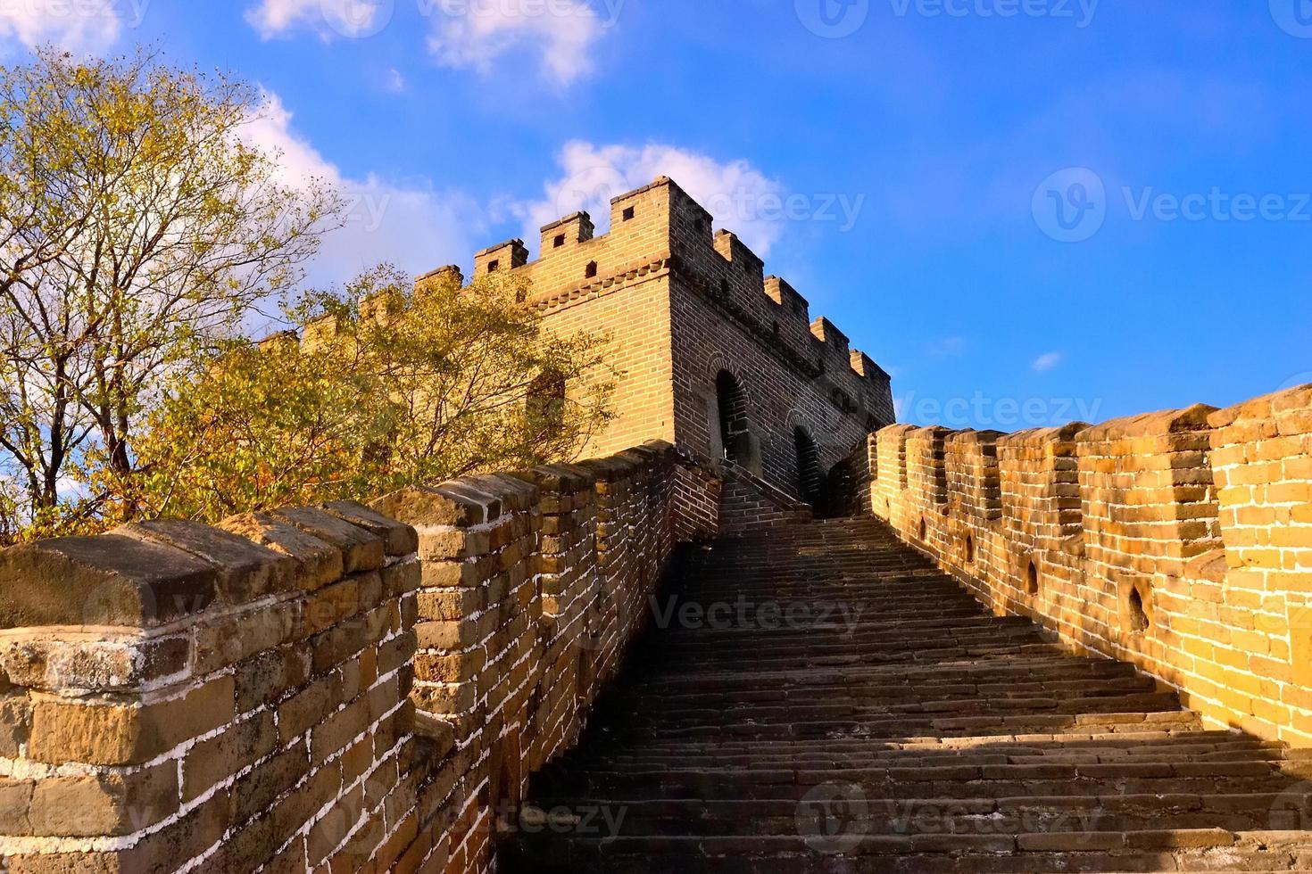 gradini ascendenti della grande muraglia a mutianyu foto