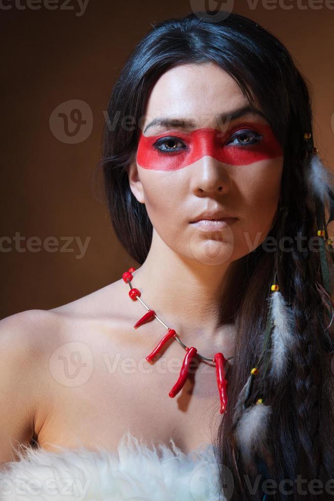 indiano americano con vernice mimetica viso foto