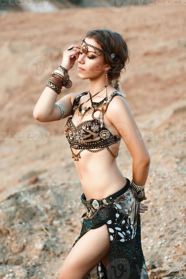 bellezza della moda e ragazze alla moda. danza della spiritualità. foto