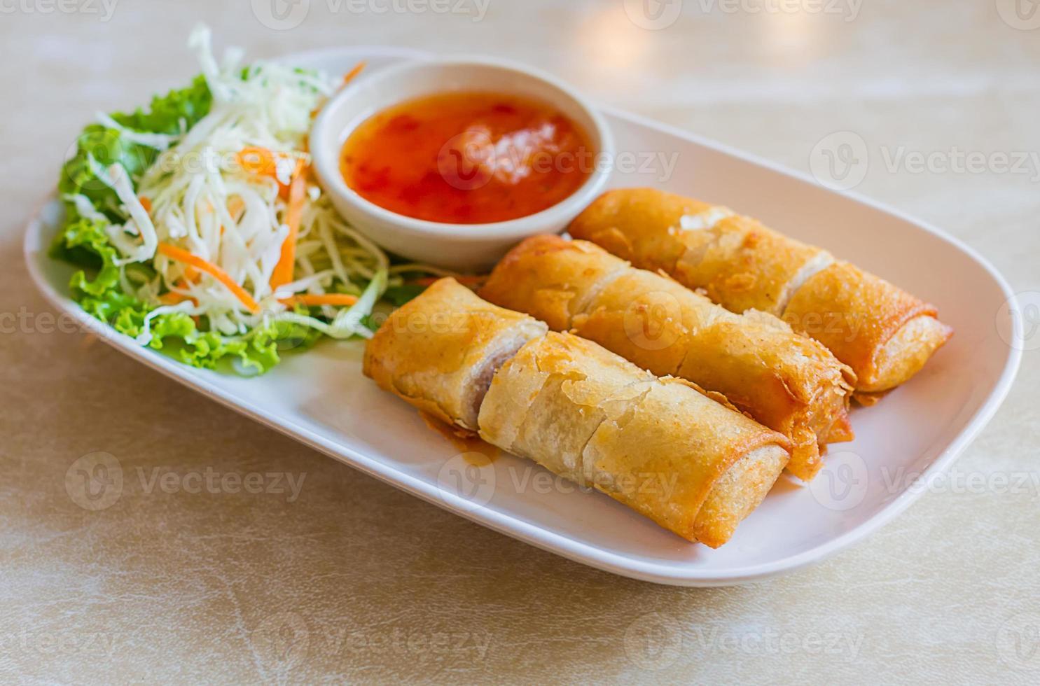 Alimento tradizionale cinese fritto degli involtini primavera - Tailandia foto