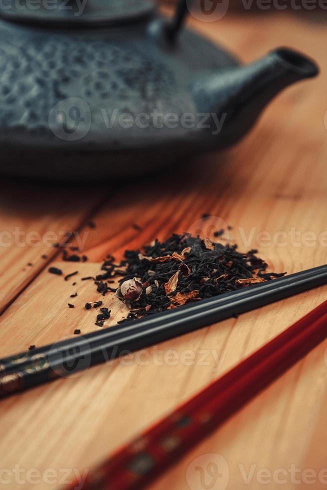 tè, teiera e bacchette foto