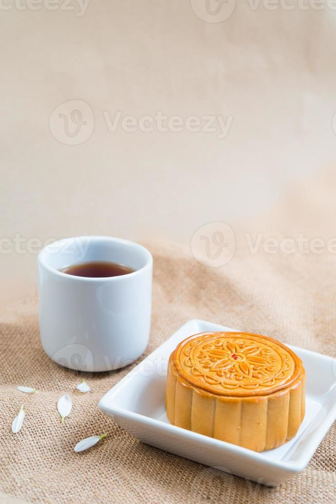 torta lunare e tè foto