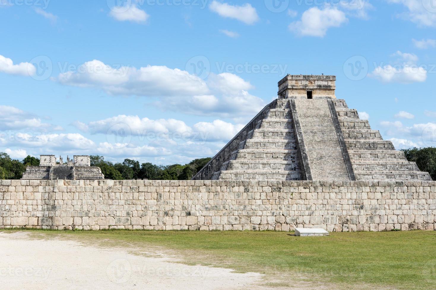 i vecchi monumenti Maya a Chichen Itza, in Messico foto