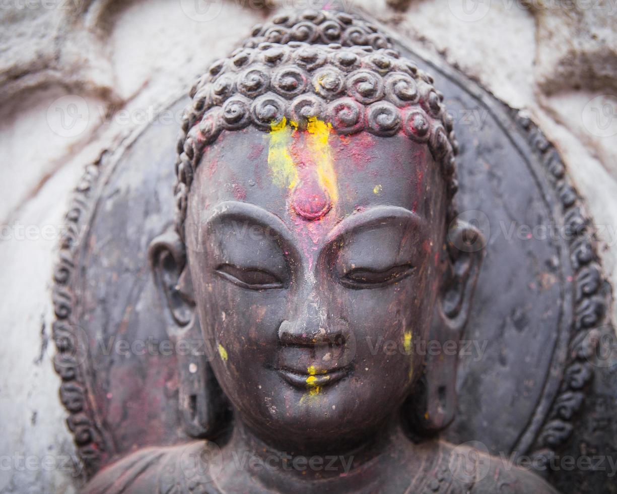 statua del giovane buddha - kathmandu foto