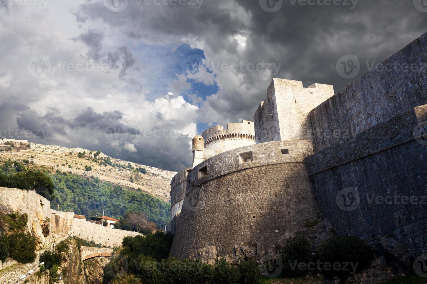 antiche mura di dubrovnik, croazia foto