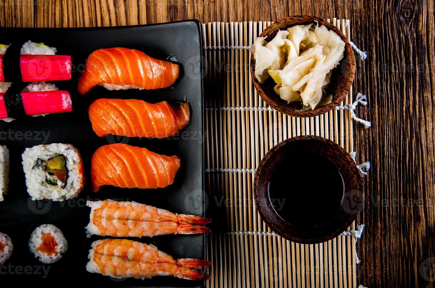 set di sushi fresco giapponese foto