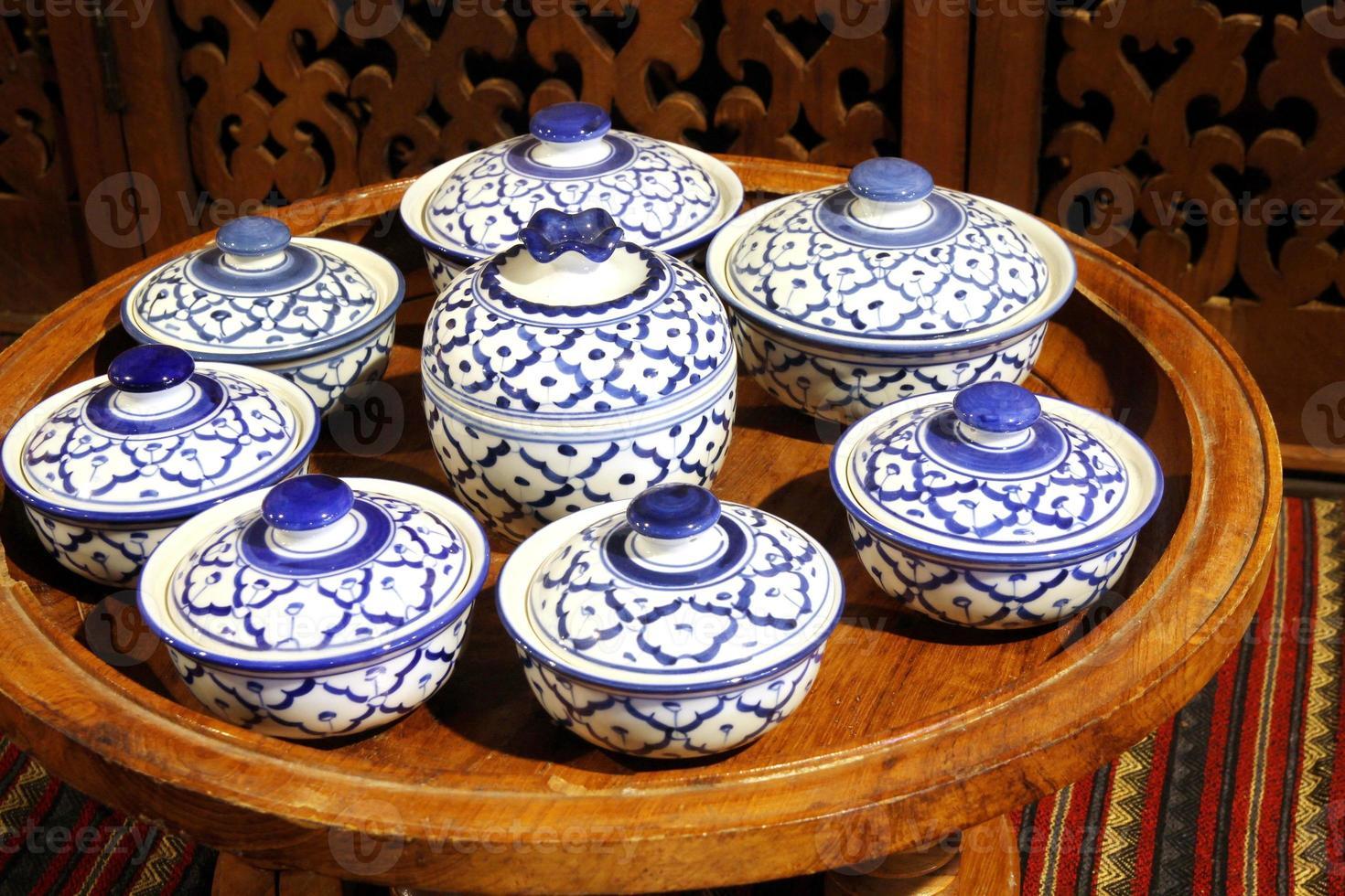 vicino piatto di ceramica bianca, Thailandia foto