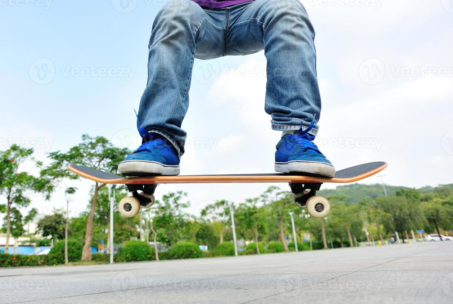 salto con lo skateboard foto