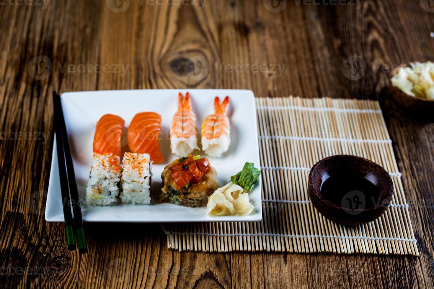 set di sushi giapponese fresco foto