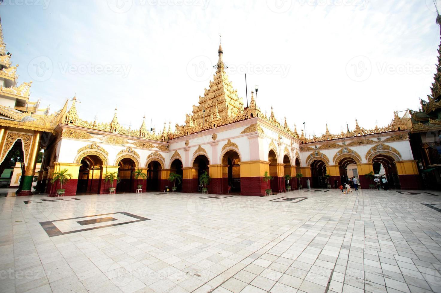 Pagoda di Maha Muni nella città di Mandalay, Myanmar. foto