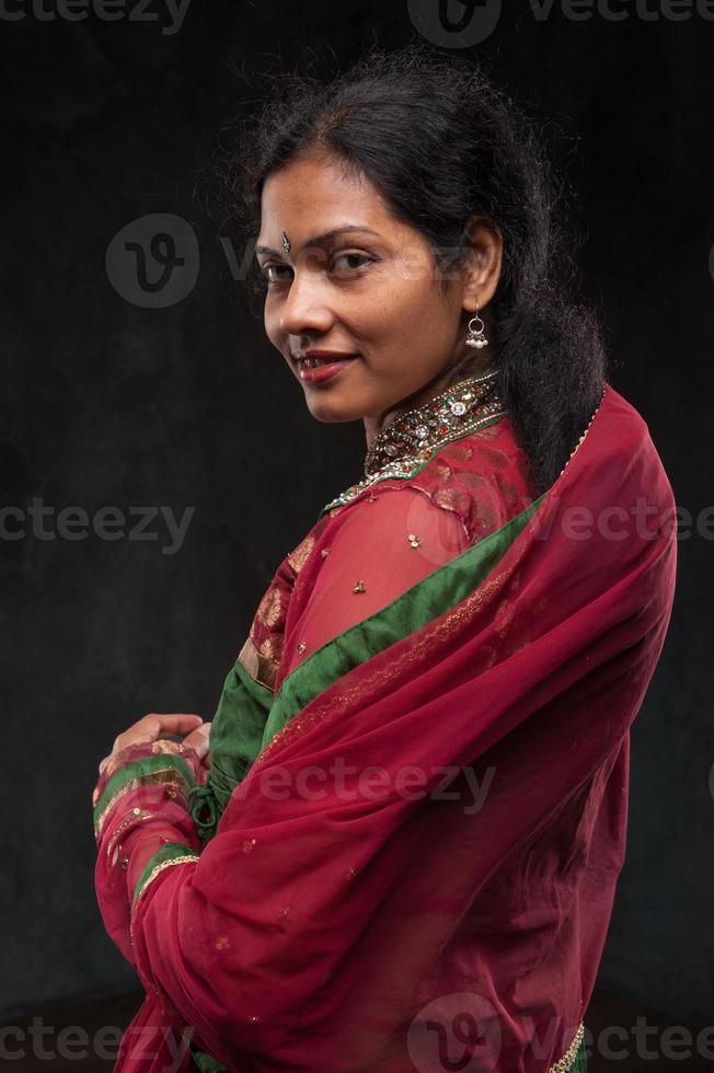 bella donna in costume tradizionale foto