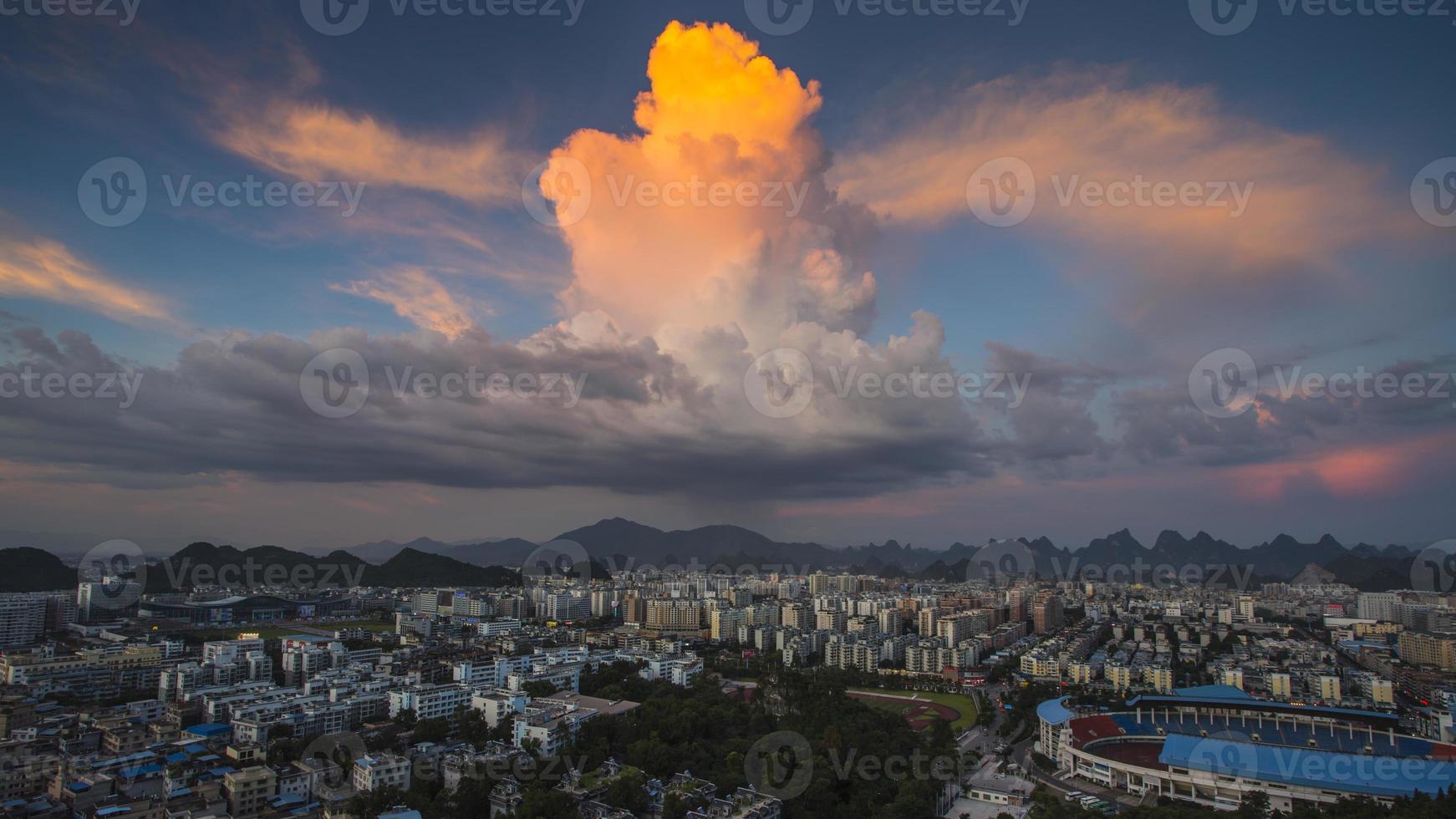 città nuvola foto