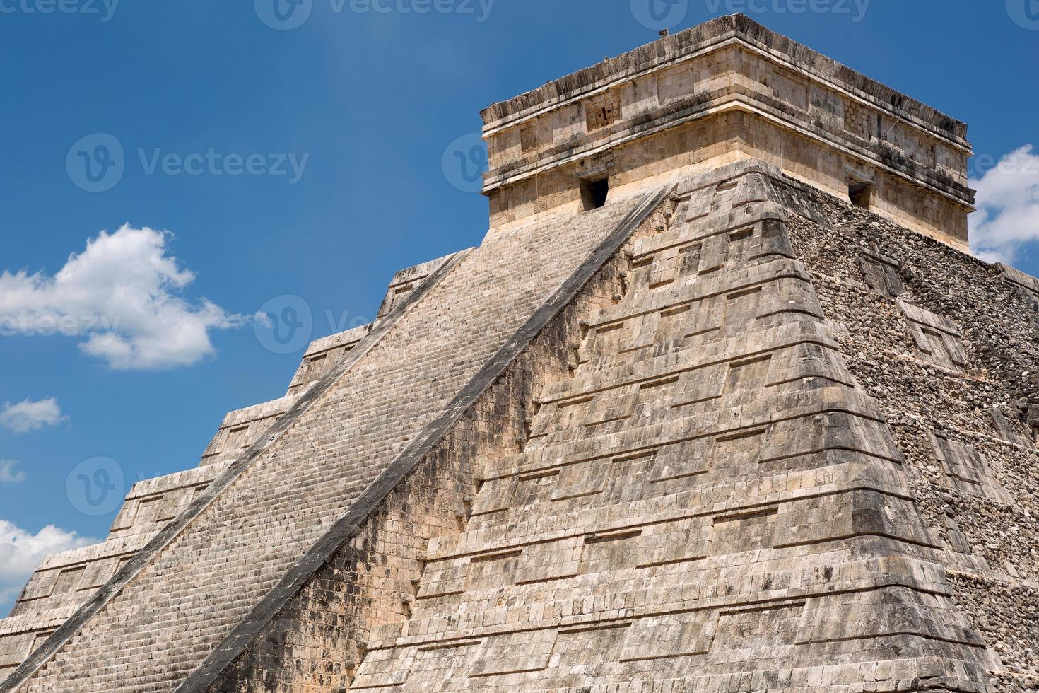 primo piano della piramide di Kukulcan foto
