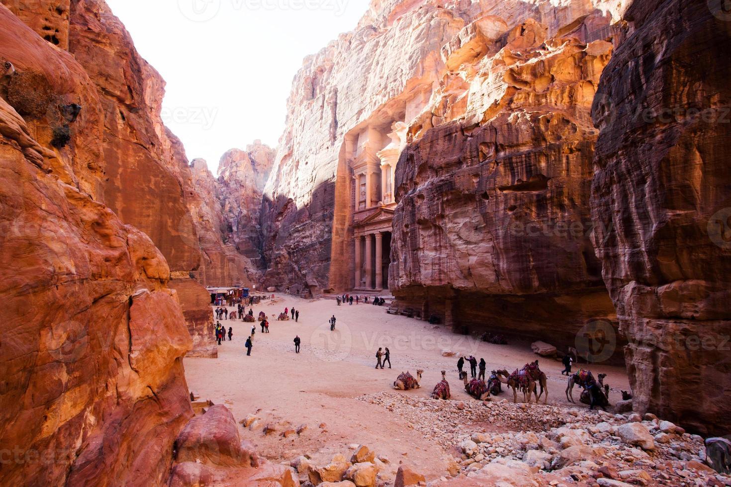 tesoreria. antica città di petra, in giordania foto