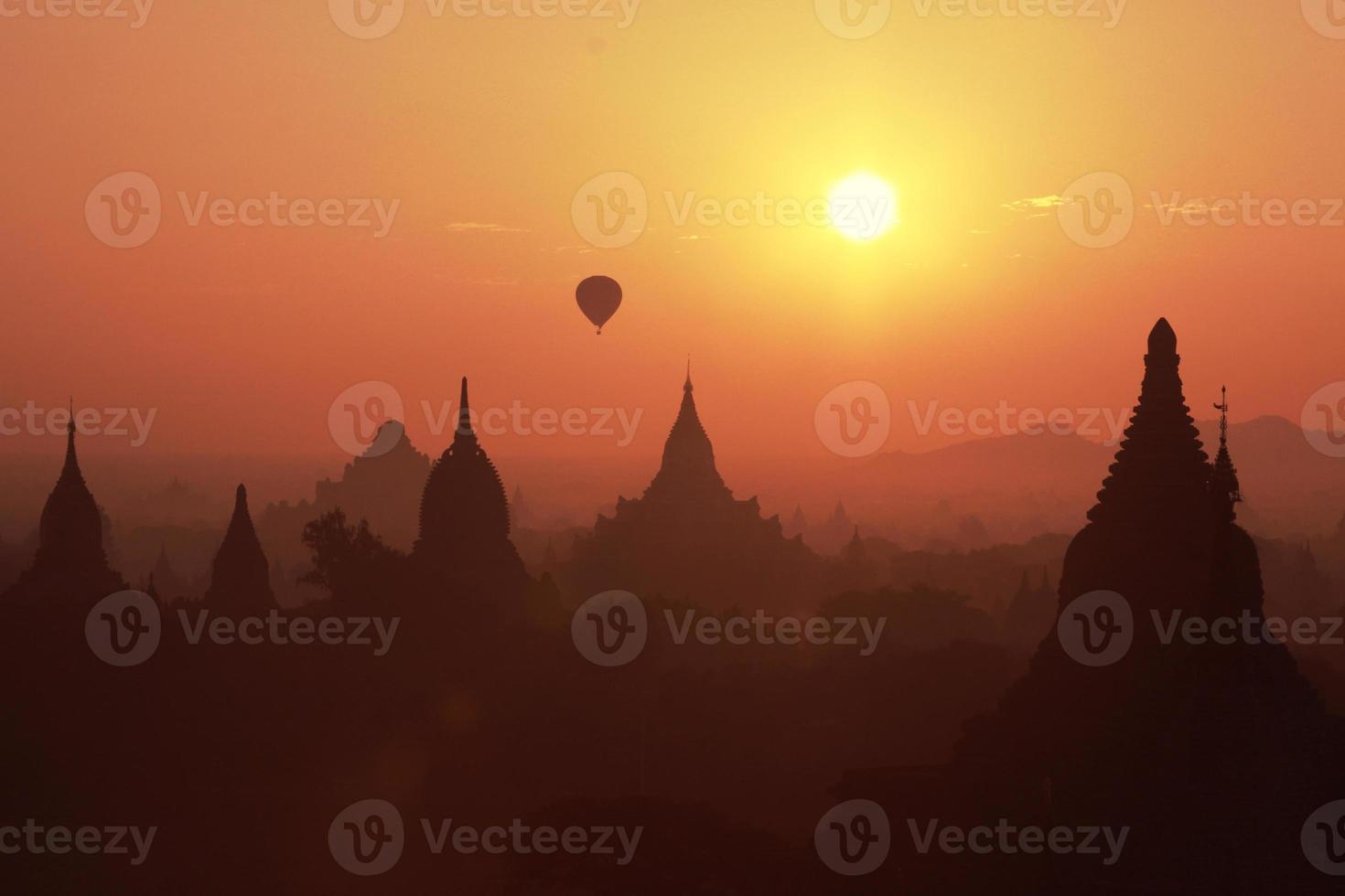 campo della pagoda a Bagan, Myanmar foto