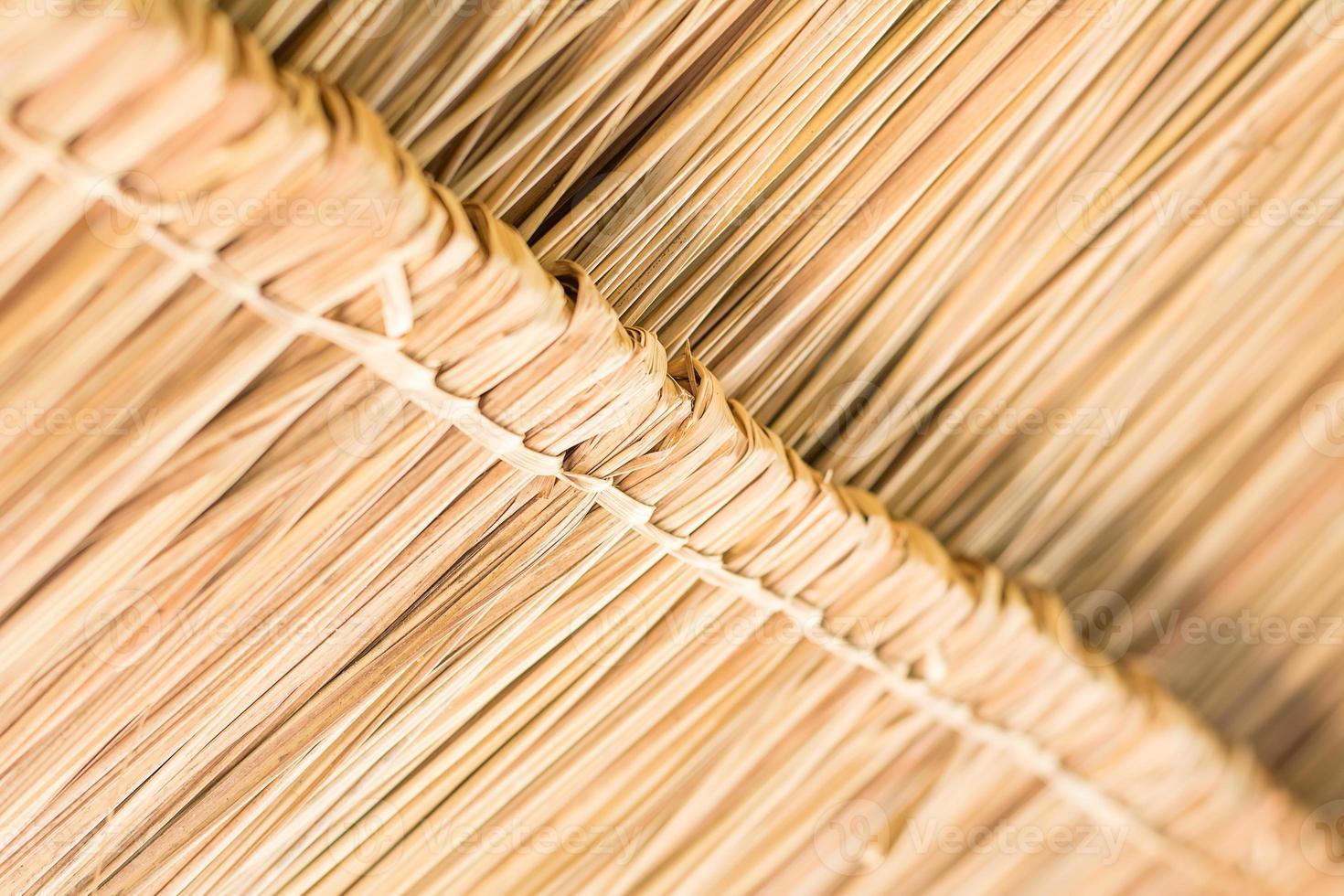 la trama del tetto di paglia nella capanna. foto